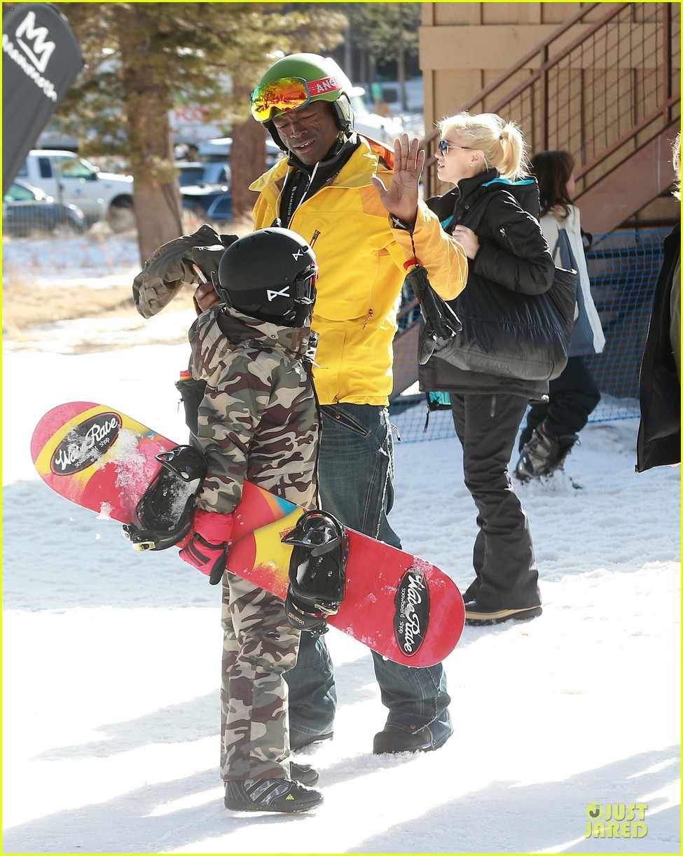 gwen stefani seal warm hug in snowy mammoth 113020123