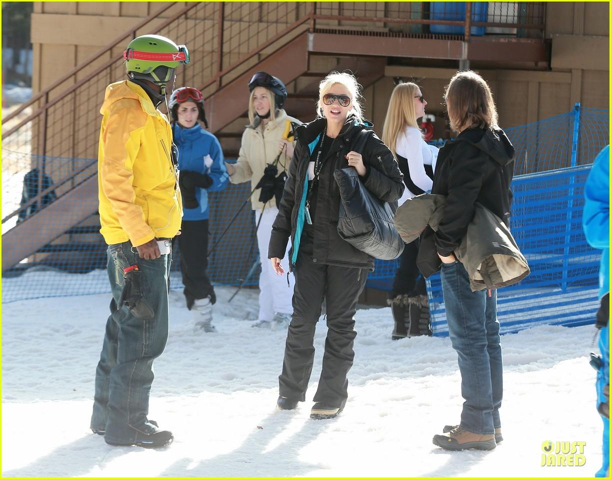 gwen stefani seal warm hug in snowy mammoth 123020124