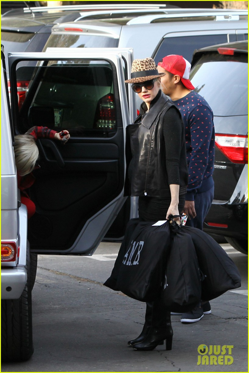 gwen stefani thanks jessica alba for baby2baby event 12