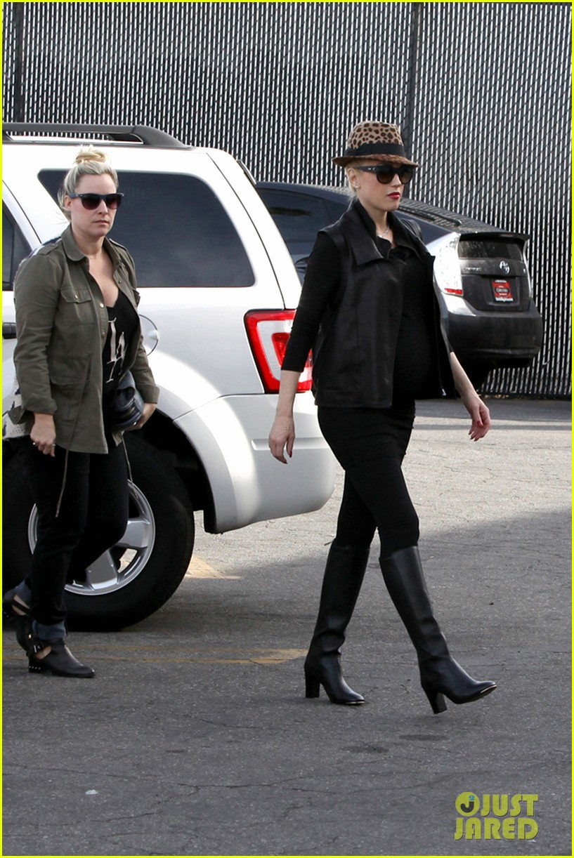 gwen stefani thanks jessica alba for baby2baby event 15