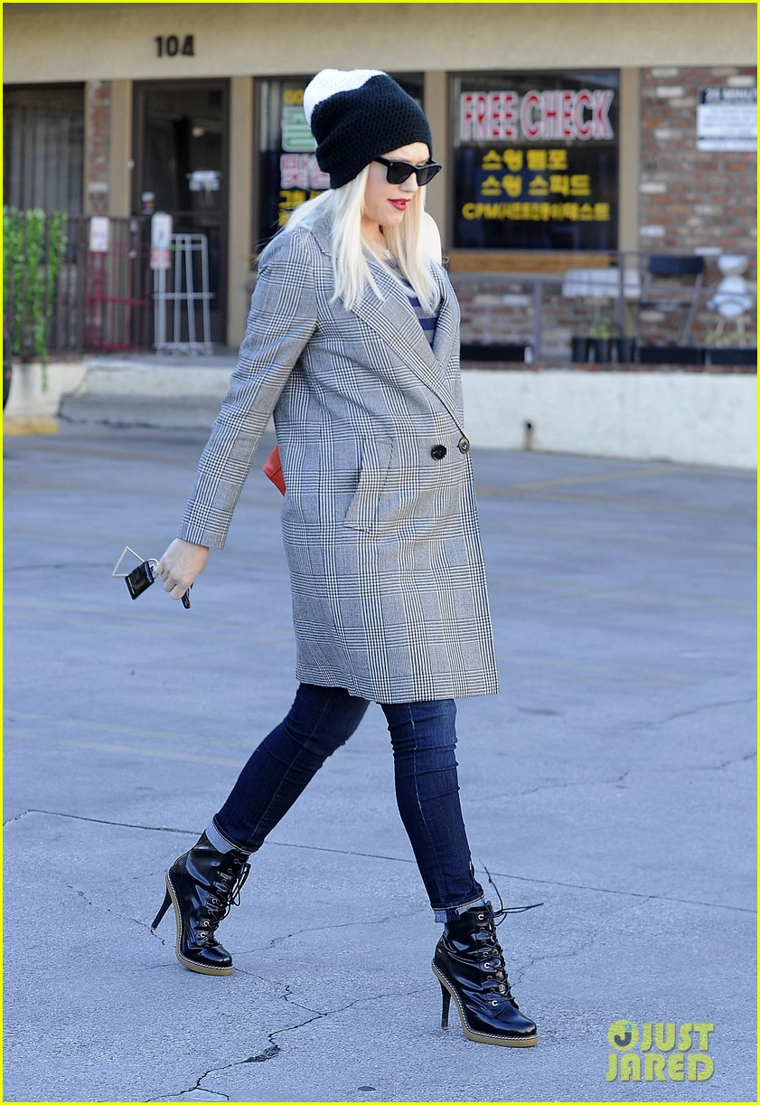 gwen stefani shops toys books to prep for holidays 103010727