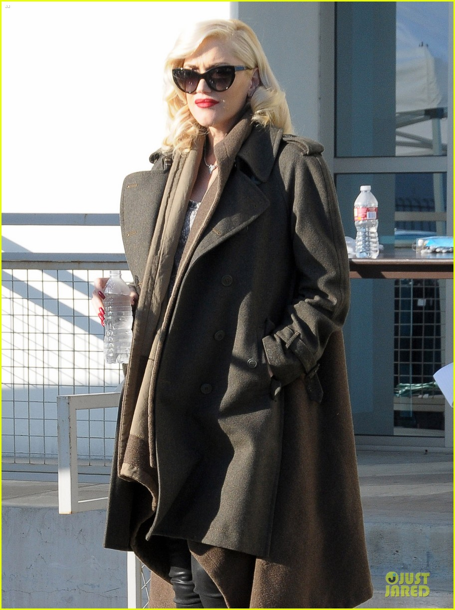 gwen stefani hides baby bump with wool coat 023015722
