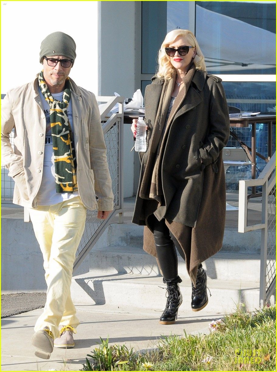 gwen stefani hides baby bump with wool coat 053015725