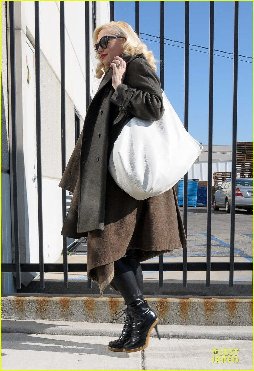 gwen stefani hides baby bump with wool coat 113015731