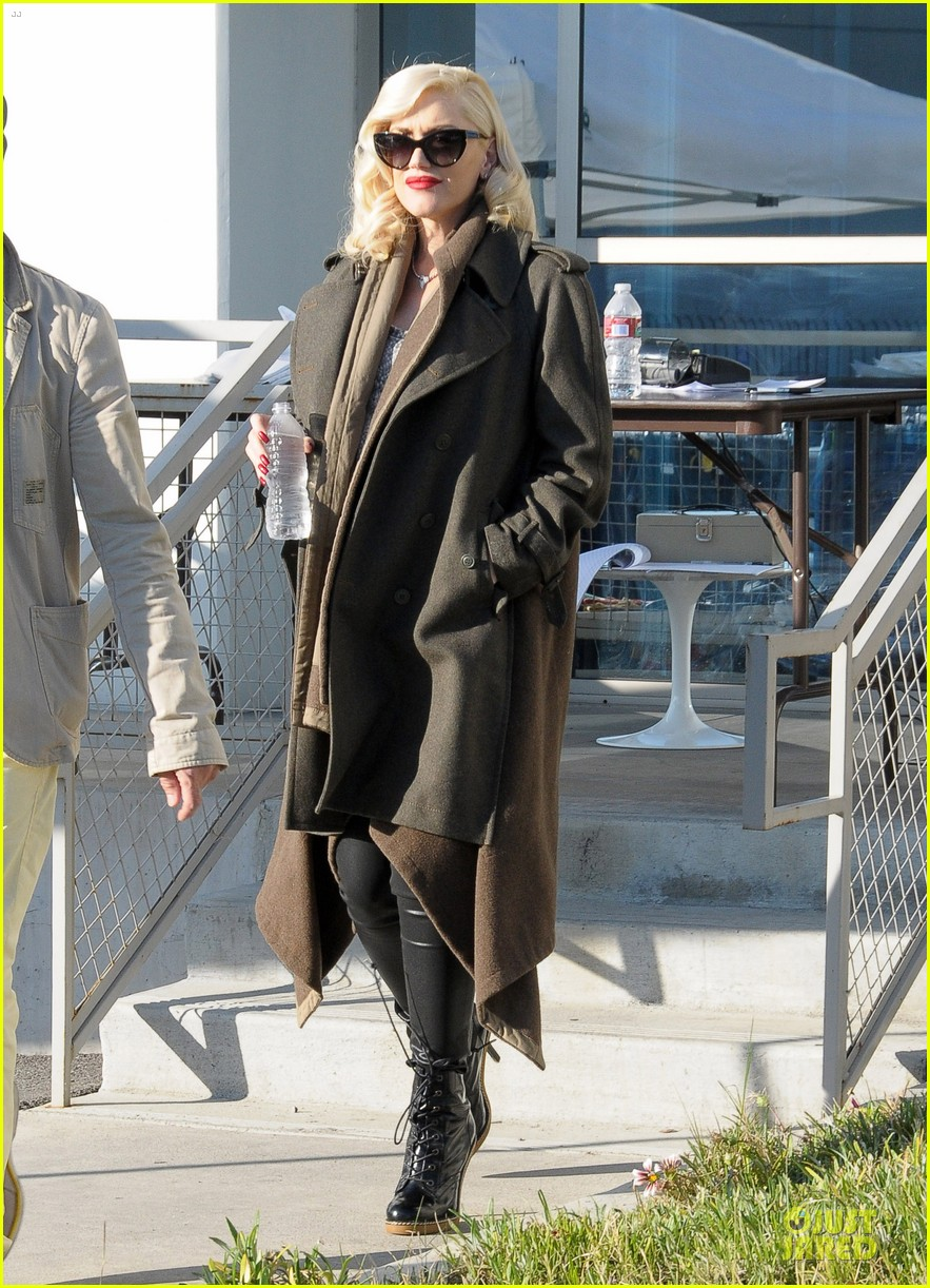 gwen stefani hides baby bump with wool coat 133015733