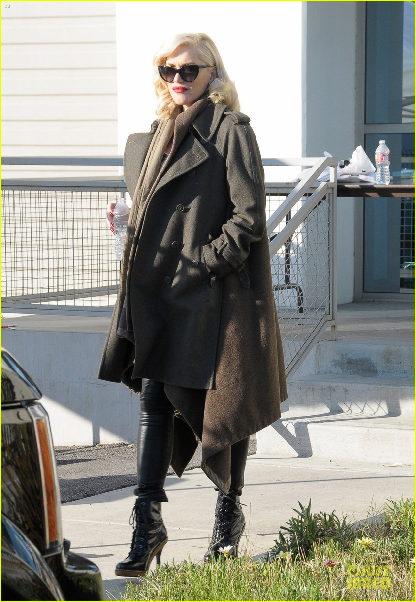 gwen stefani hides baby bump with wool coat 163015736