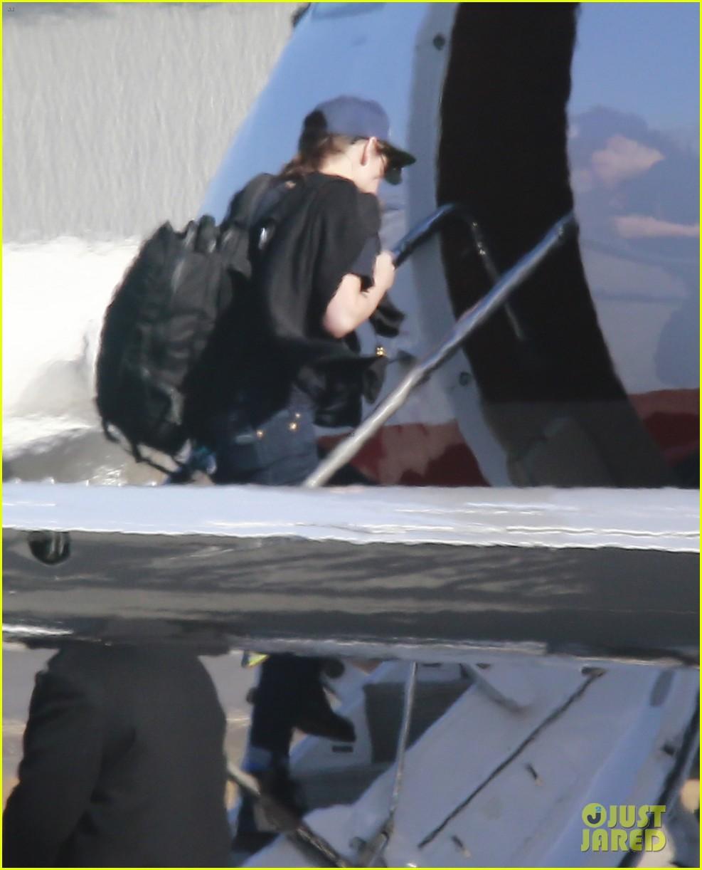 kristen stewart catches a flight out of van nuys airport 043008454