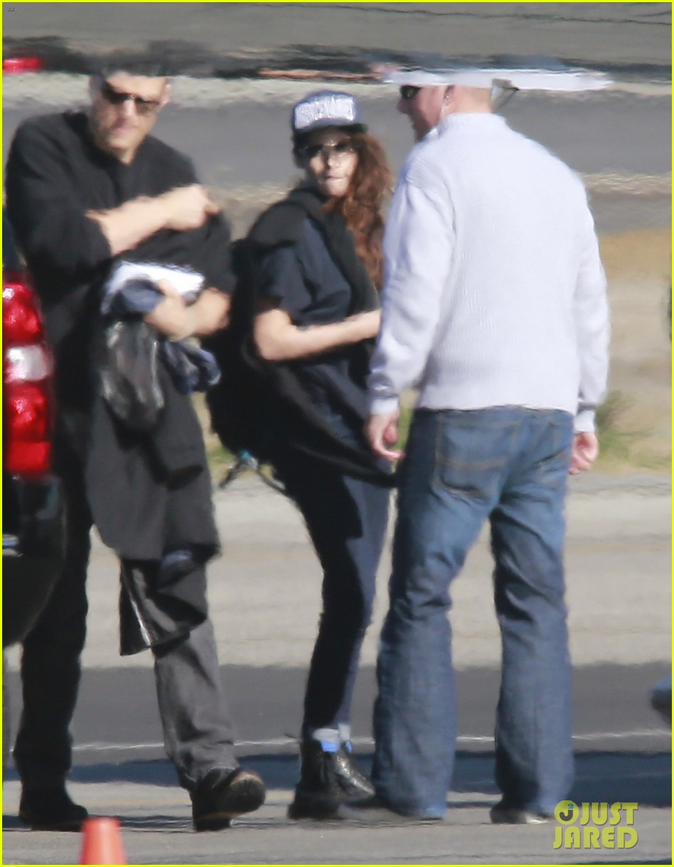 kristen stewart catches a flight out of van nuys airport 06