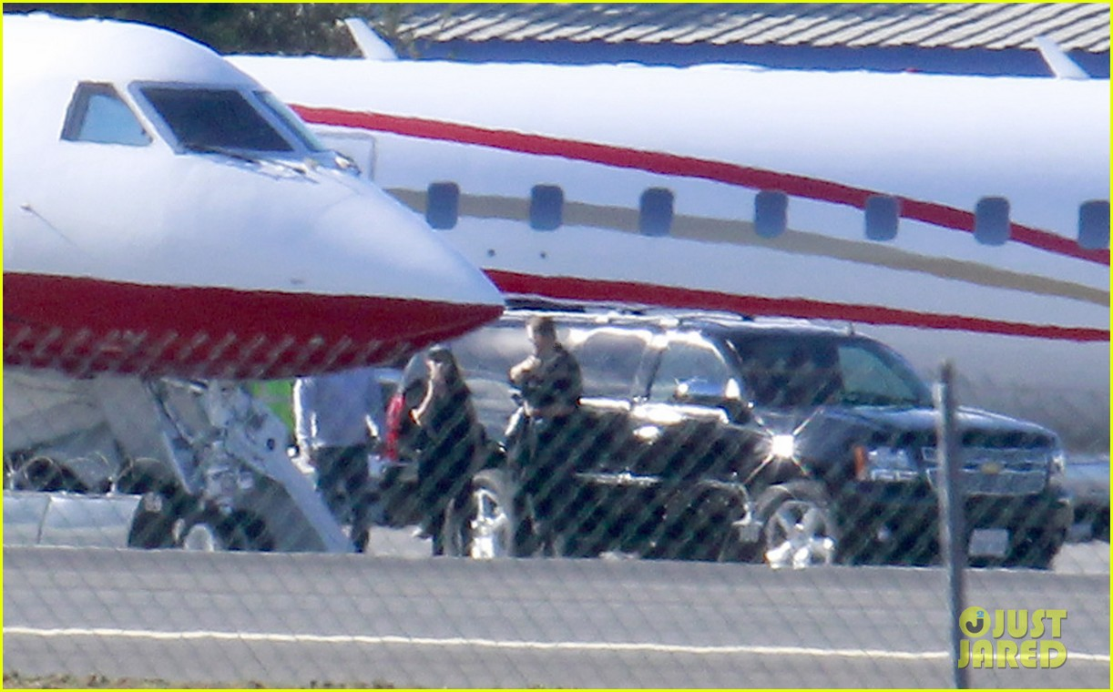 kristen stewart catches a flight out of van nuys airport 113008461