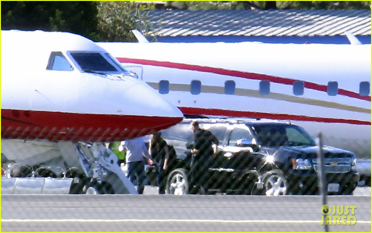 kristen stewart catches a flight out of van nuys airport 123008462