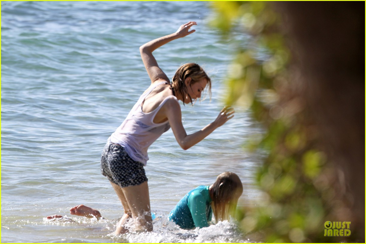 emma stone hawaiian paddle boarding babe 013012508