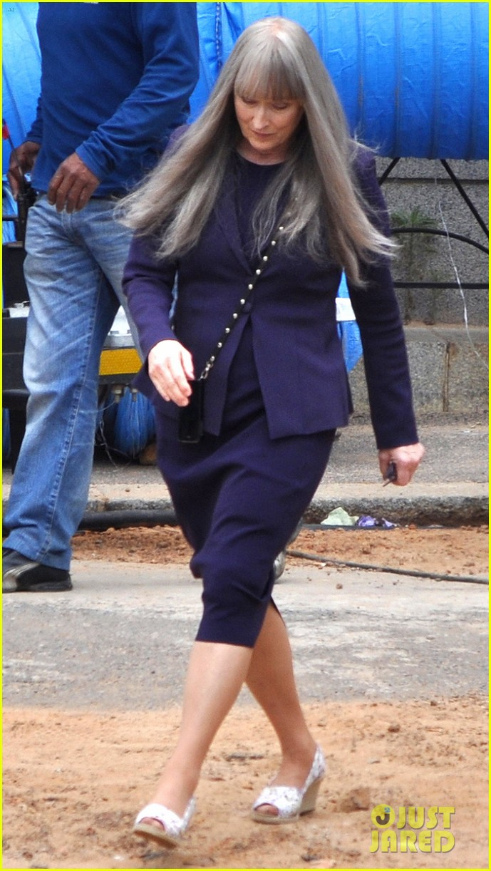 meryl streep wears long gray wig for the giver 033008505