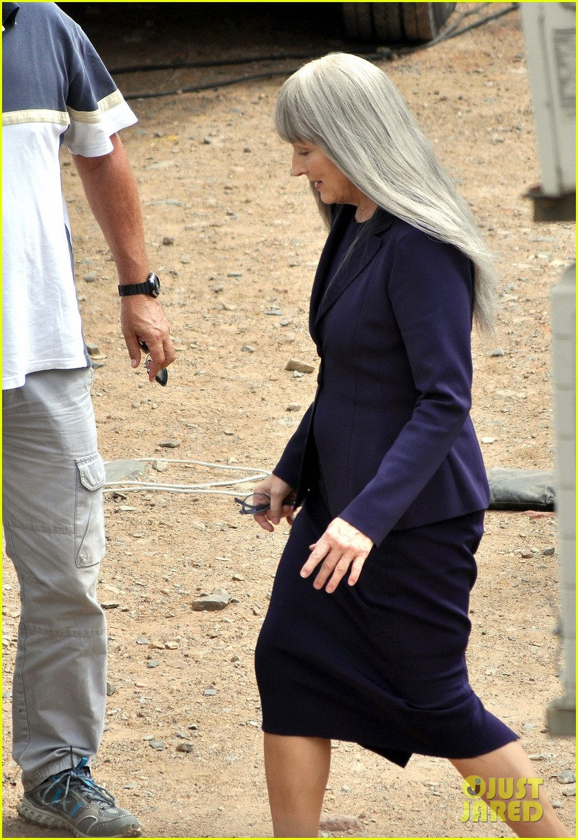meryl streep wears long gray wig for the giver 053008507