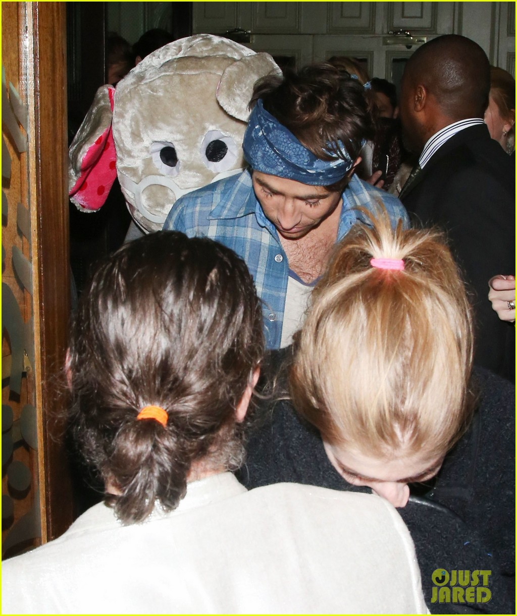 harry styles wears blonde wig elephant head at nightclub 10