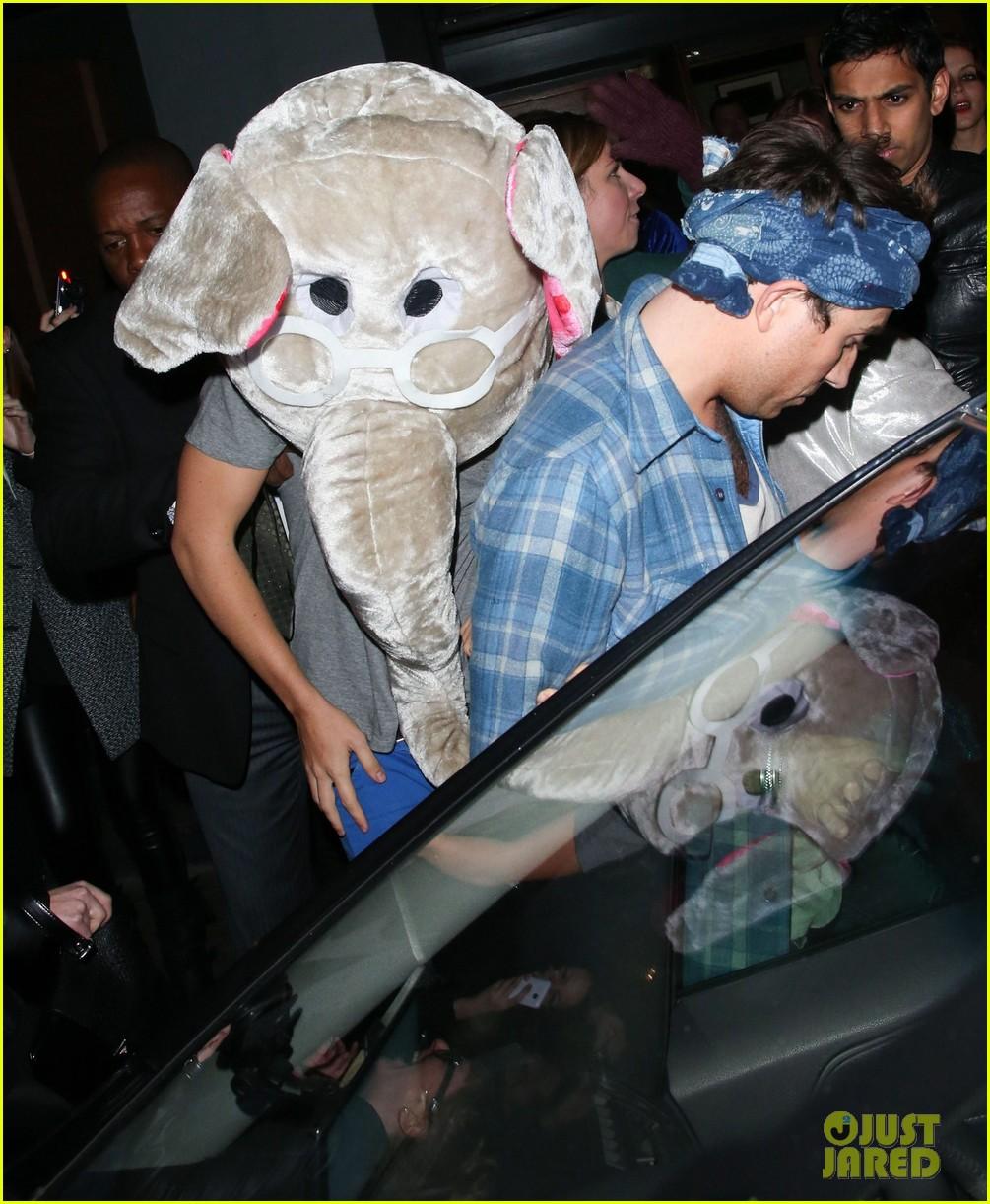 harry styles wears blonde wig elephant head at nightclub 123002905