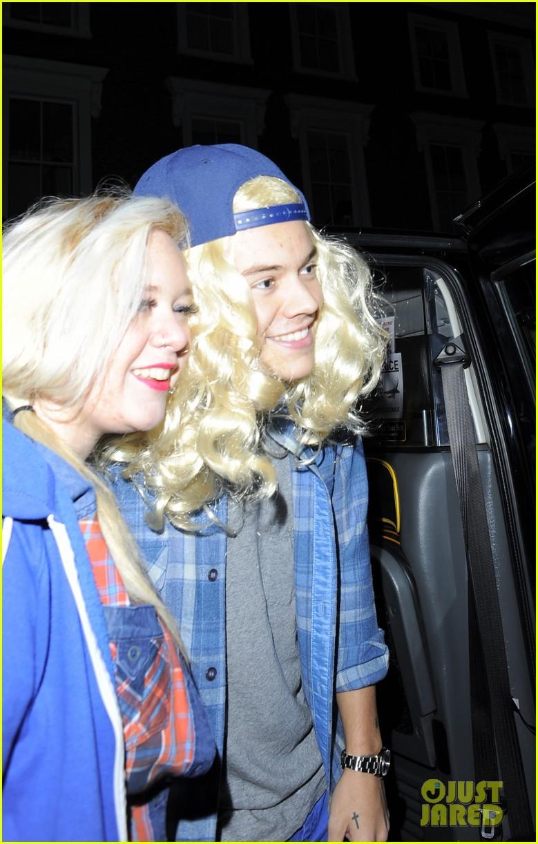 harry styles wears blonde wig elephant head at nightclub 173002910