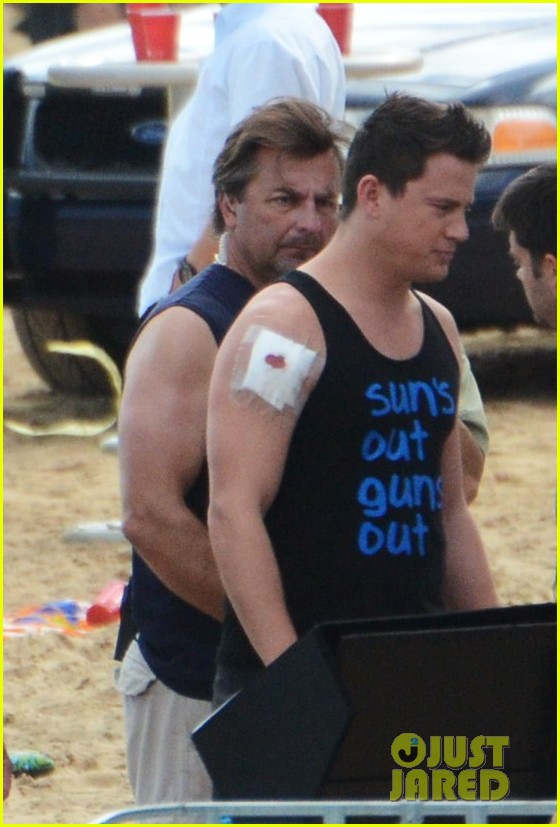 channing tatum sports arm sling wounded bicep for 22 jump street 03