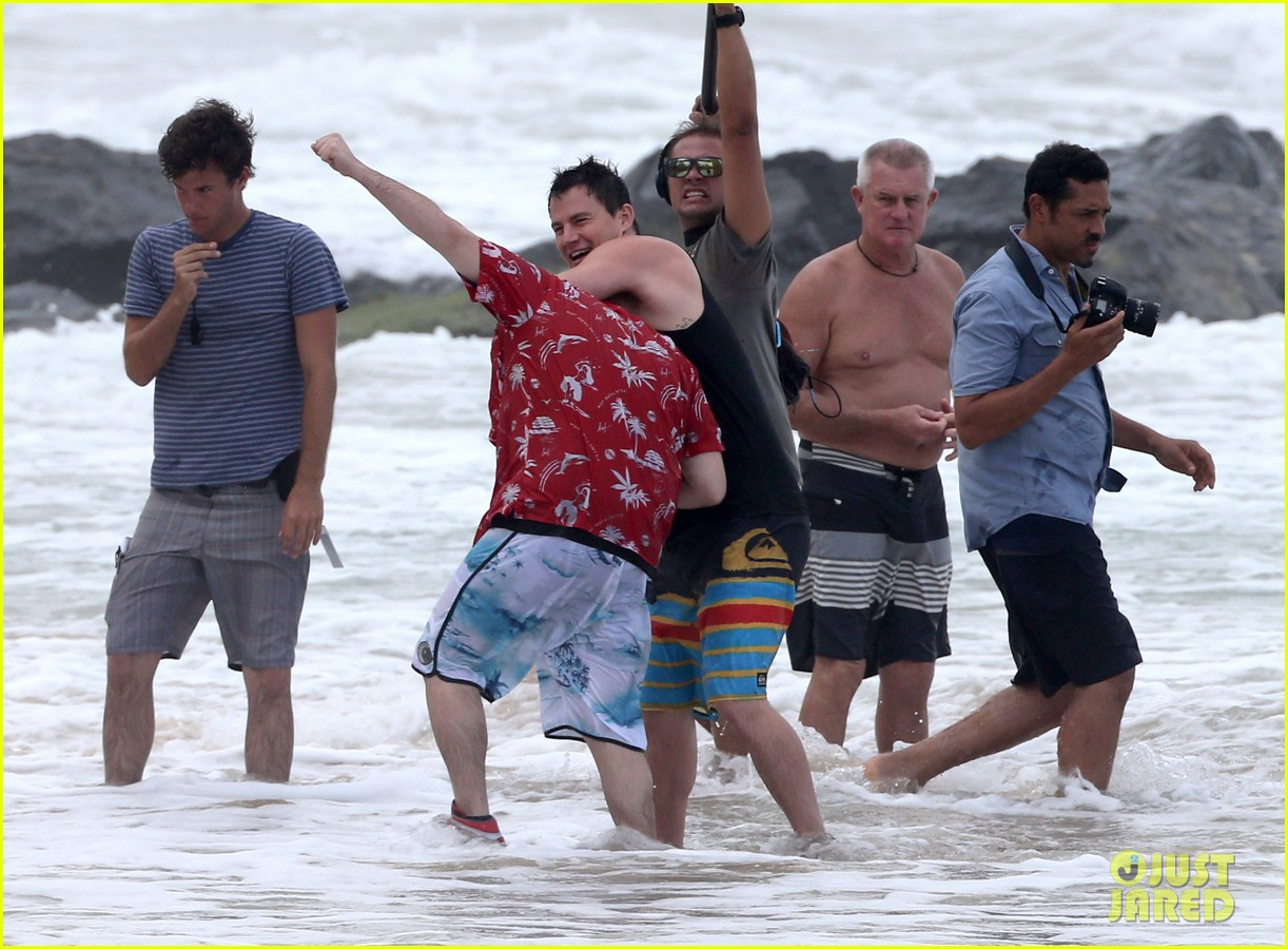 channing tatum gives jonah hill big hug for 22 jump street 08