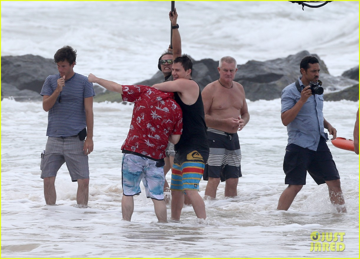 channing tatum gives jonah hill big hug for 22 jump street 093010611