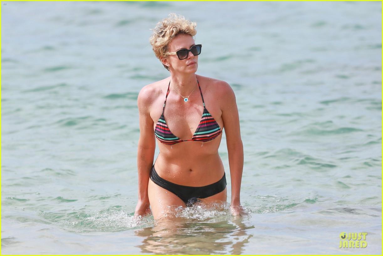 charlize theron colorful hawaiian bikini babe 073020231
