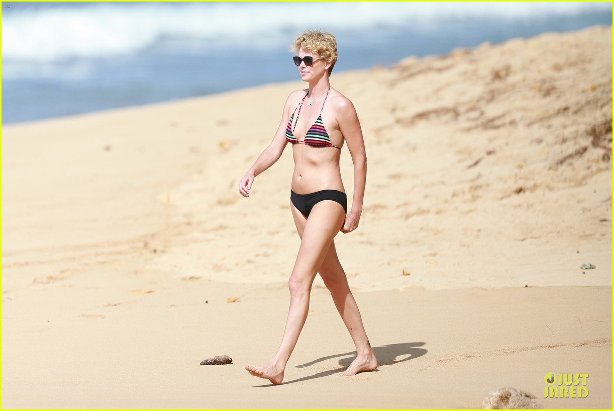 charlize theron colorful hawaiian bikini babe 113020235