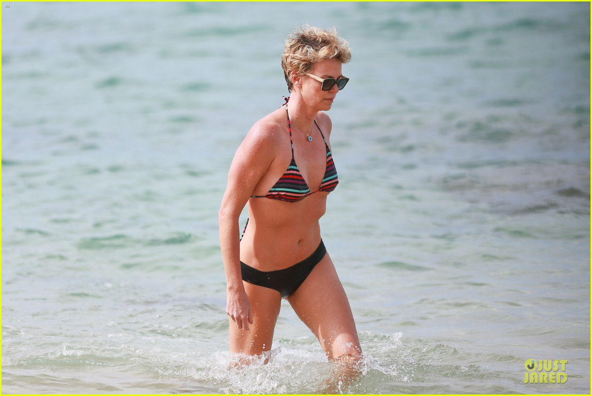 charlize theron colorful hawaiian bikini babe 163020240