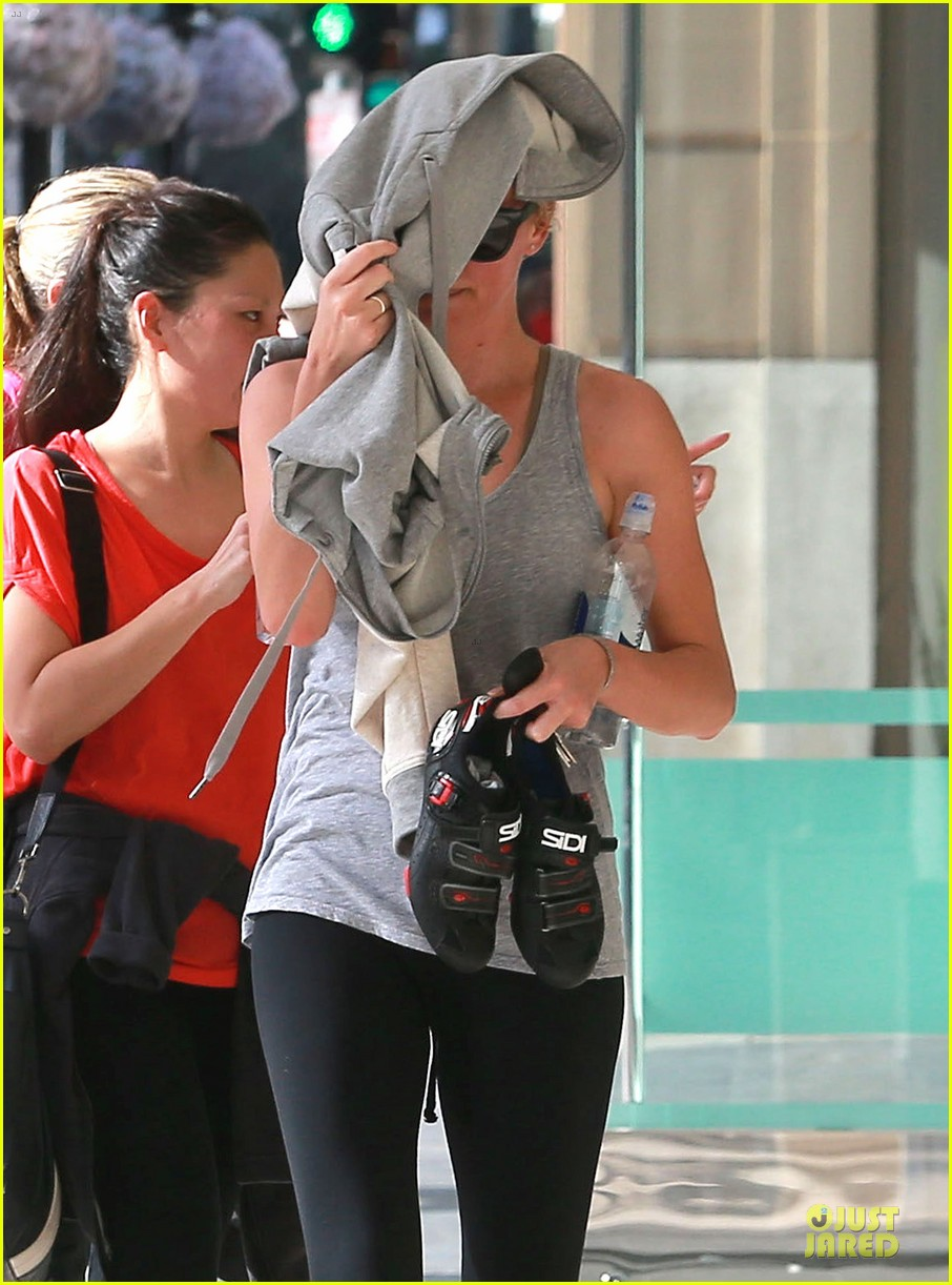 charlize theron workout after nelson mandela memorial 133012469