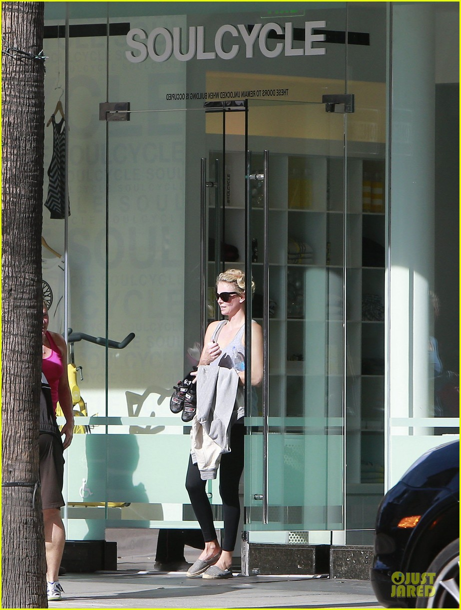 charlize theron workout after nelson mandela memorial 163012472