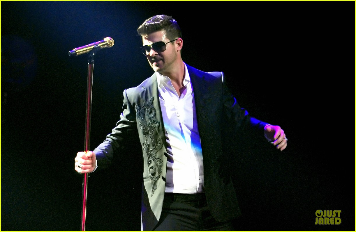 robin thicke enrique iglesias 1061 kiss fm jingle ball 08
