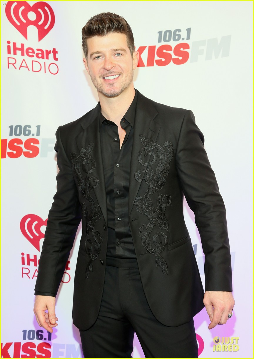 robin thicke enrique iglesias 1061 kiss fm jingle ball 253003885