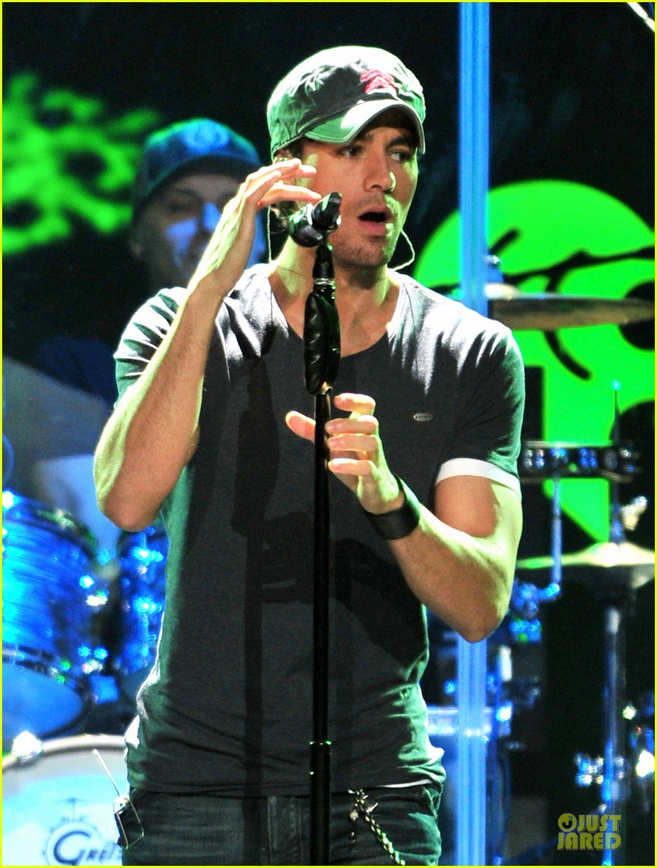 robin thicke enrique iglesias 1061 kiss fm jingle ball 283003888