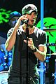 robin thicke enrique iglesias 1061 kiss fm jingle ball 28