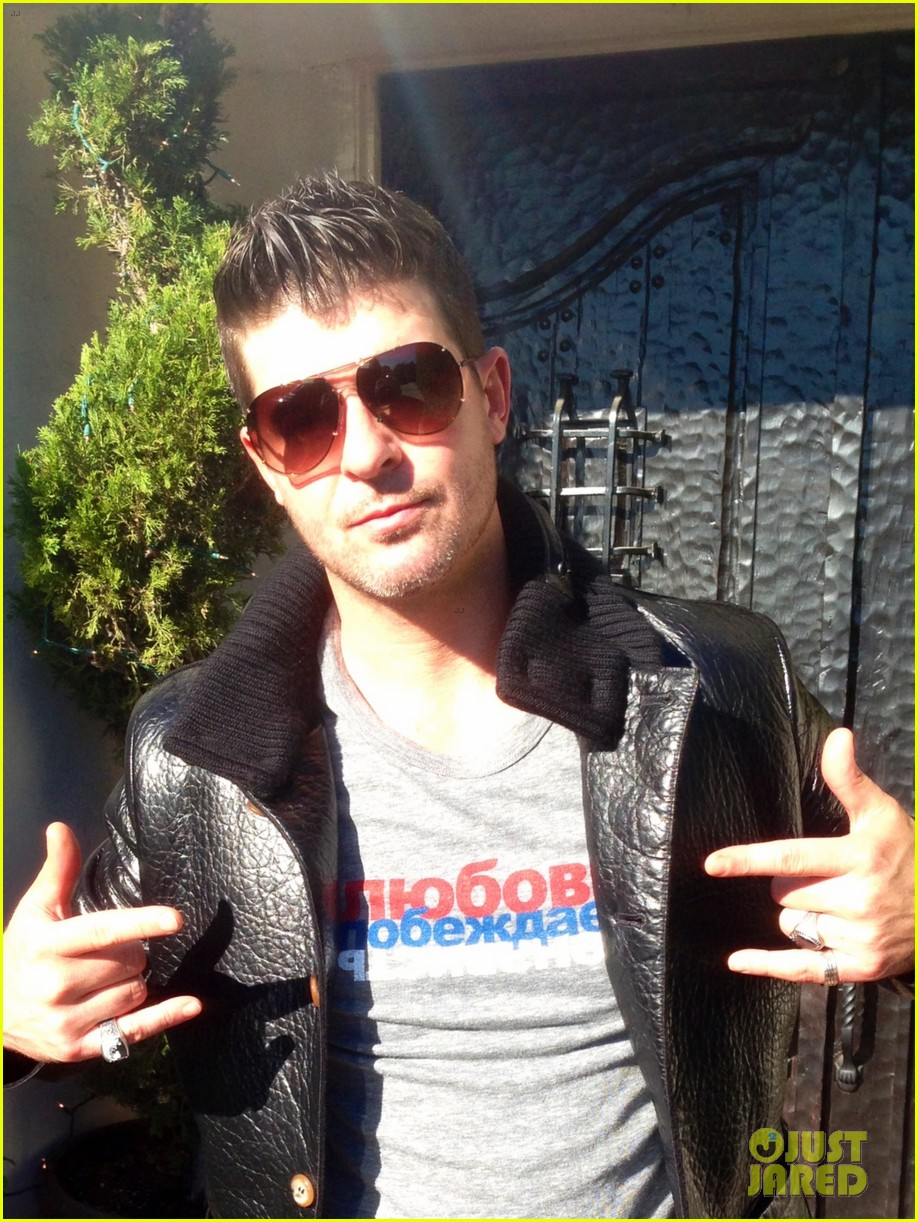robin thicke supports the hrc love conquers hate campaign 033015176