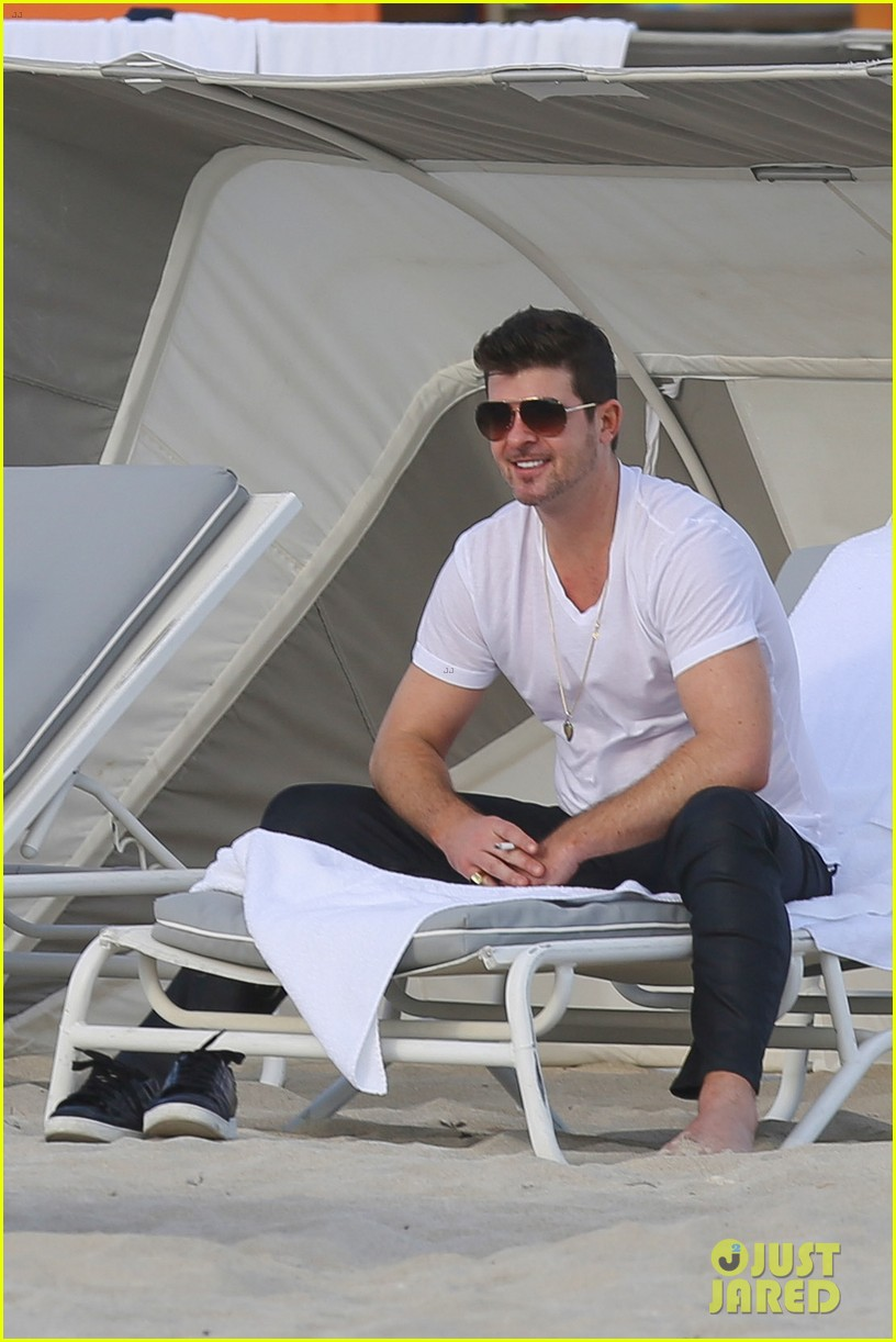 robin thicke supports the hrc love conquers hate campaign 043015177