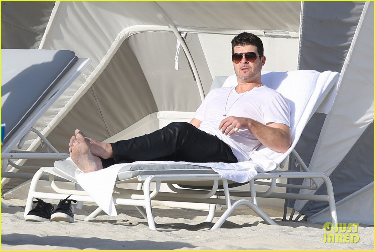 robin thicke supports the hrc love conquers hate campaign 063015179