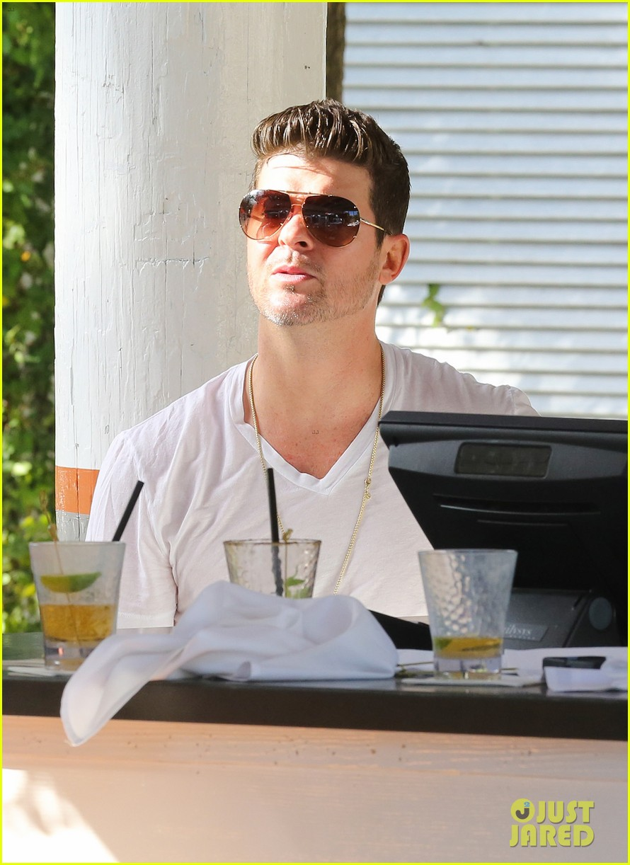 robin thicke supports the hrc love conquers hate campaign 123015185