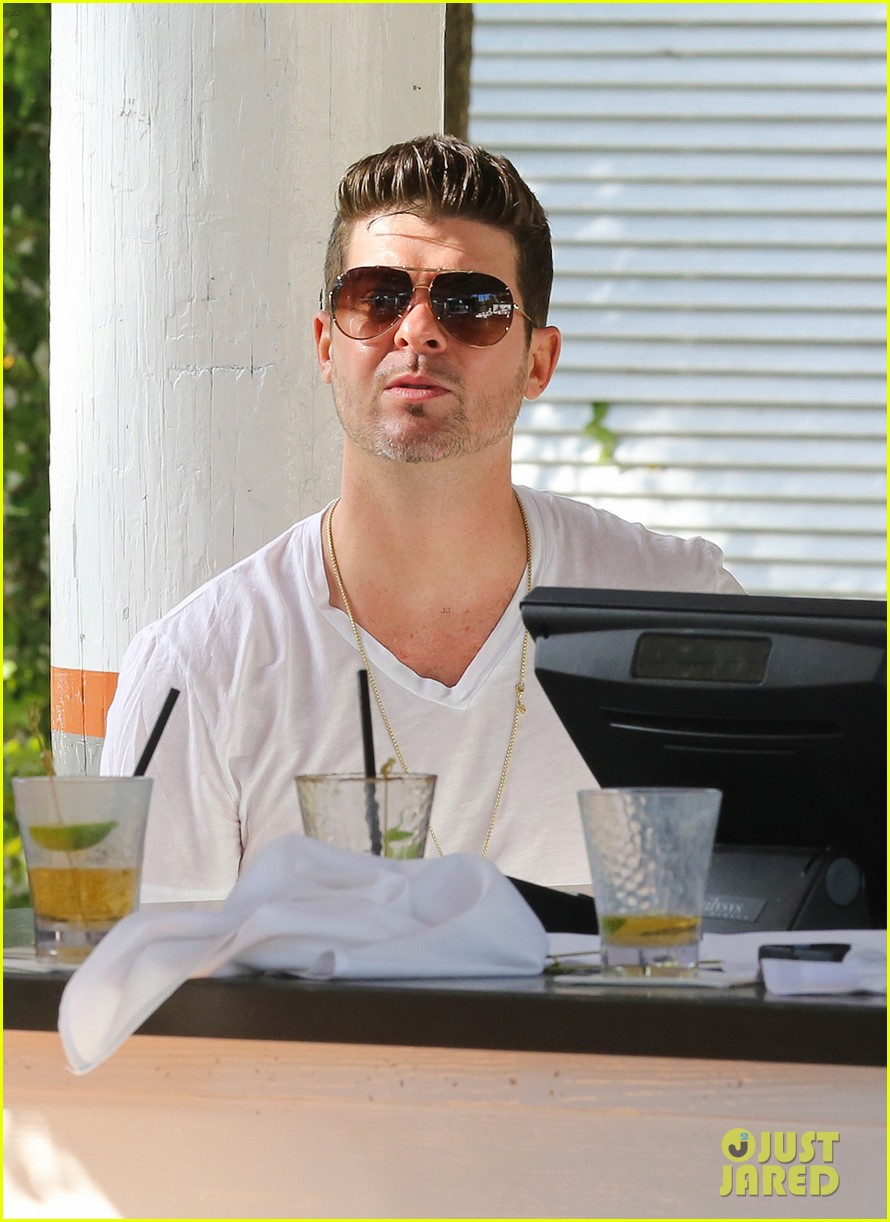 robin thicke supports the hrc love conquers hate campaign 143015187