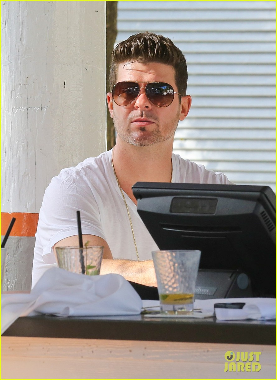 robin thicke supports the hrc love conquers hate campaign 163015189
