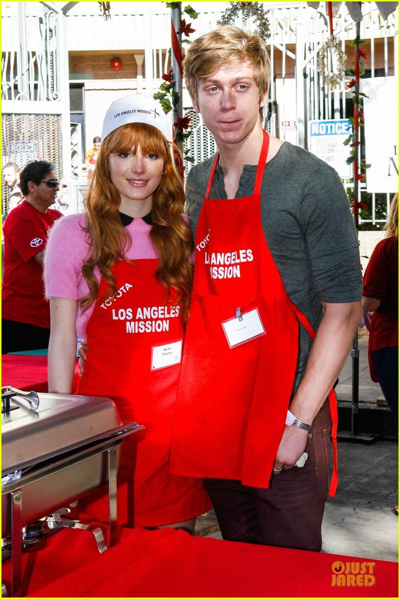 bella thorne tristan klier la mission christmas eve celebration 023017378