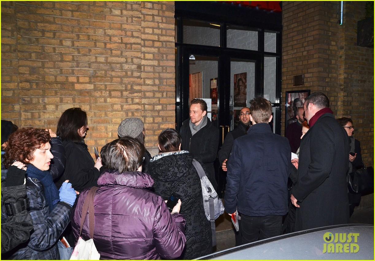 tom hiddleston watch psa to help syrian children 013011234