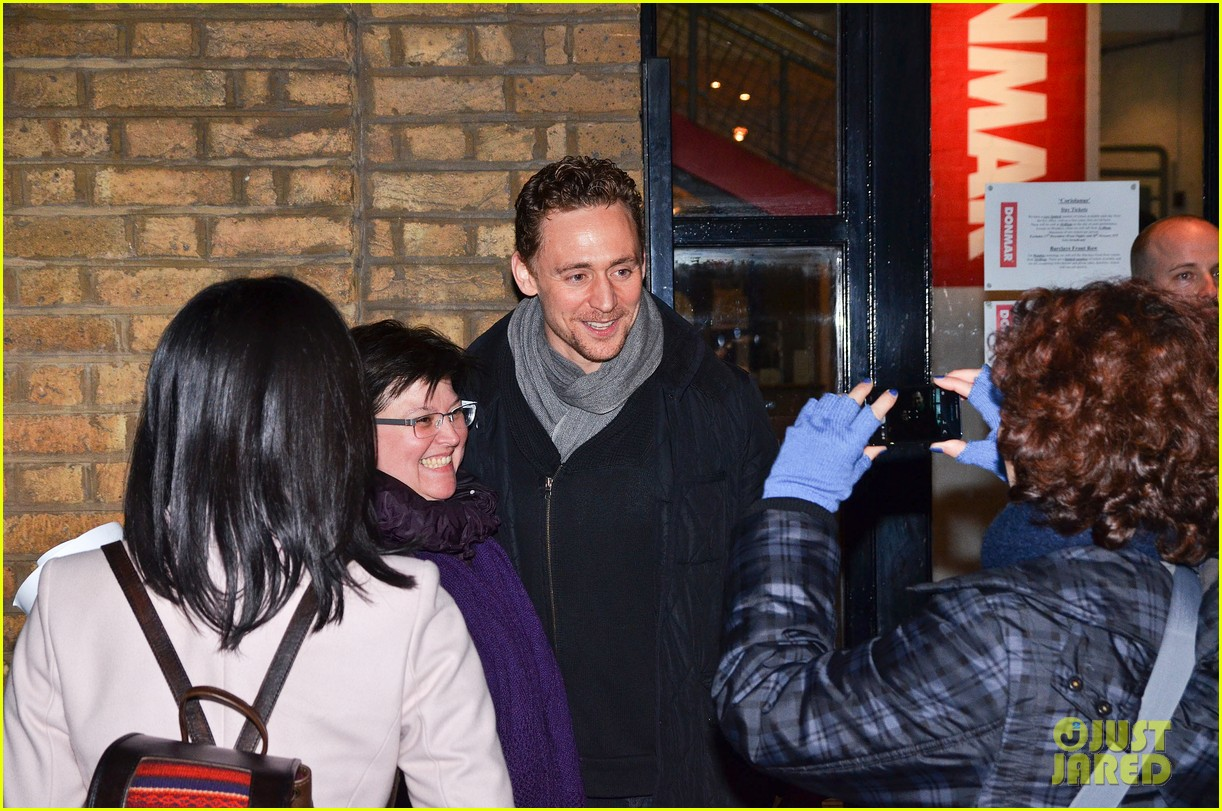 tom hiddleston watch psa to help syrian children 023011235