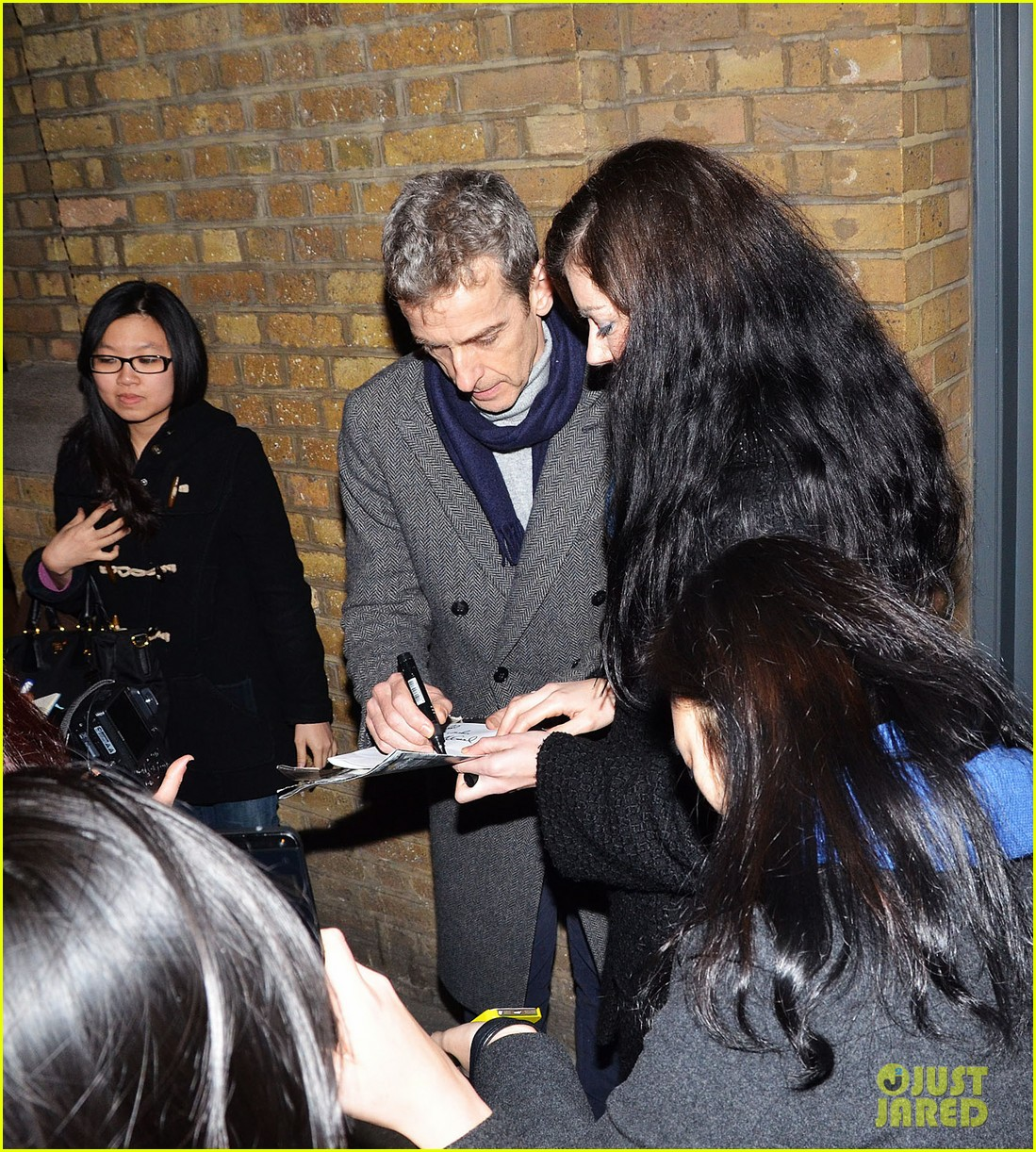 tom hiddleston watch psa to help syrian children 063011239