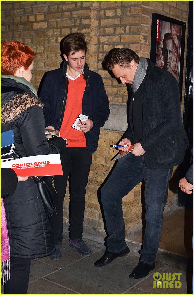 tom hiddleston watch psa to help syrian children 113011244