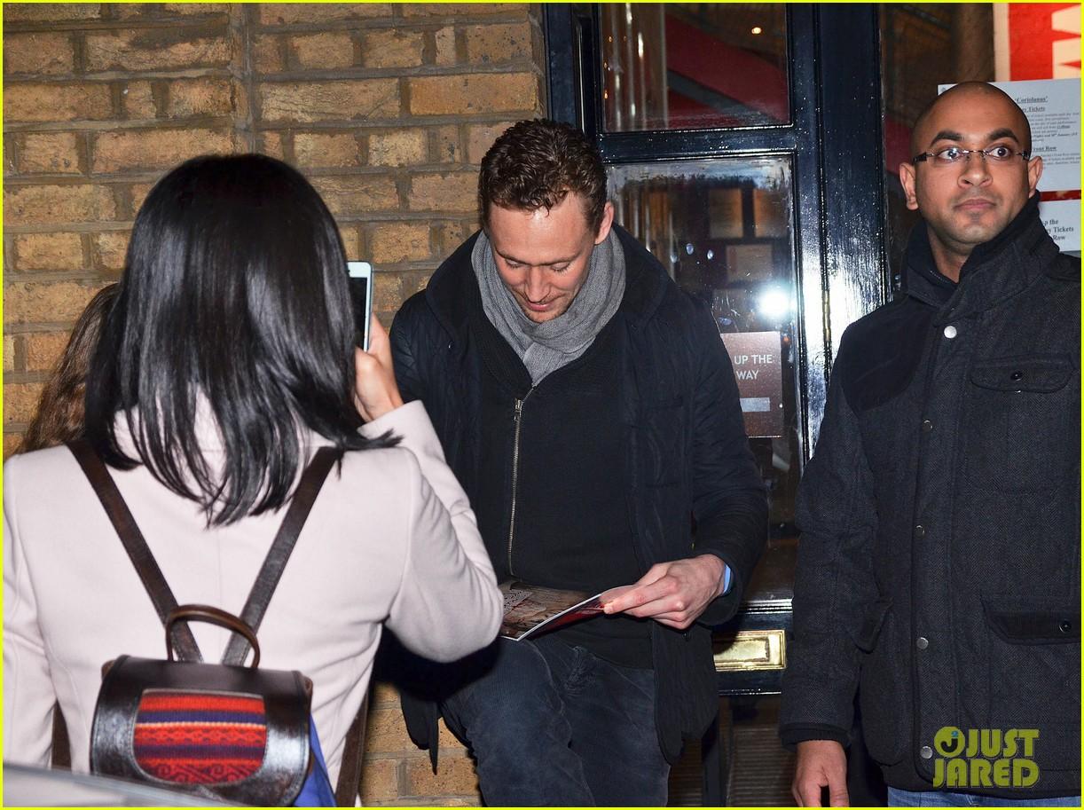 tom hiddleston watch psa to help syrian children 243011257