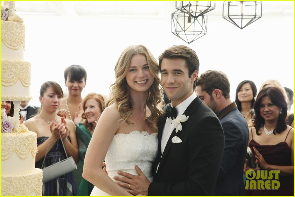 emily vancamp josh bowman revenge wedding pics 023005504
