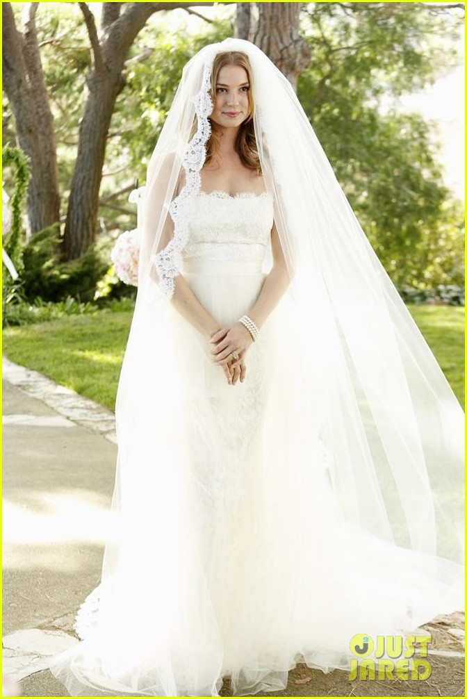 emily vancamp josh bowman revenge wedding pics 033005505