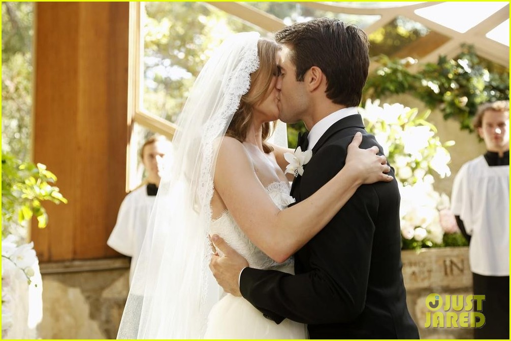emily vancamp josh bowman revenge wedding pics 043005506