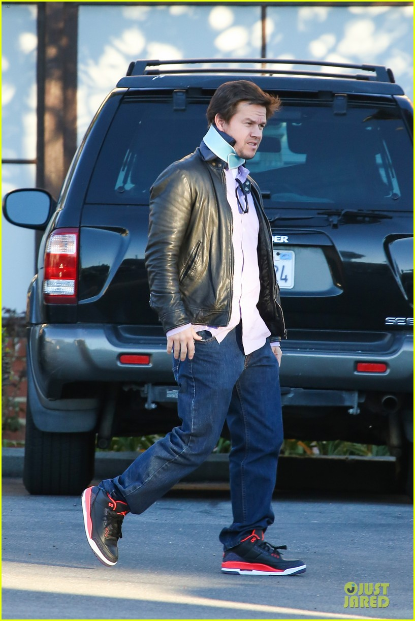 mark wahlberg wears neck brace for mall shopping trip 063010397
