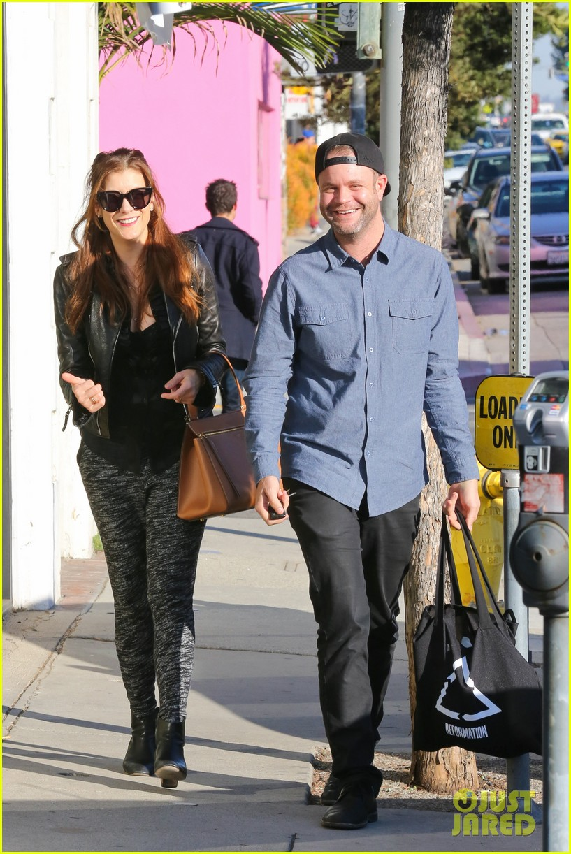 kate walsh shops for holiday presents on melrose 013006266