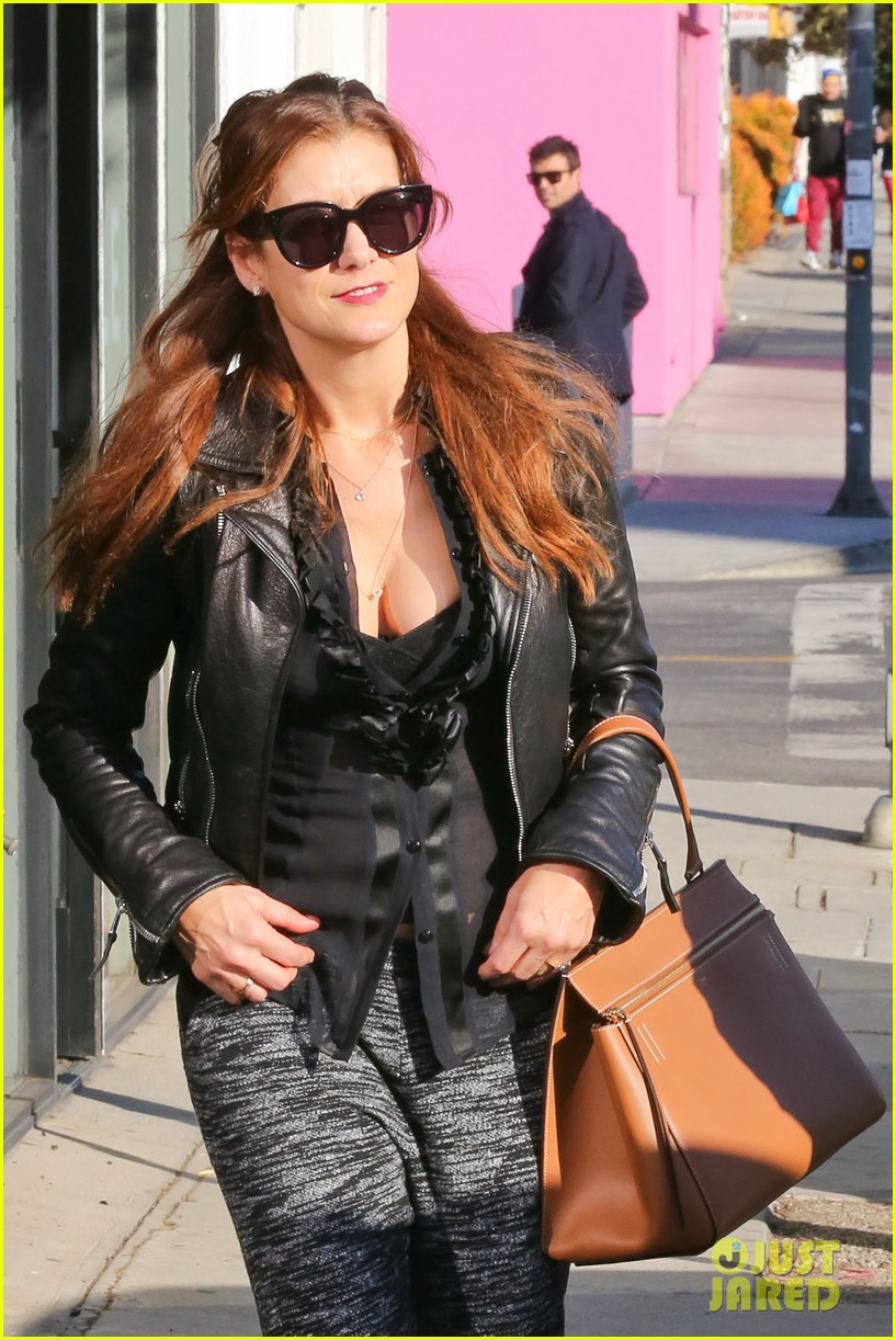 kate walsh shops for holiday presents on melrose 023006267